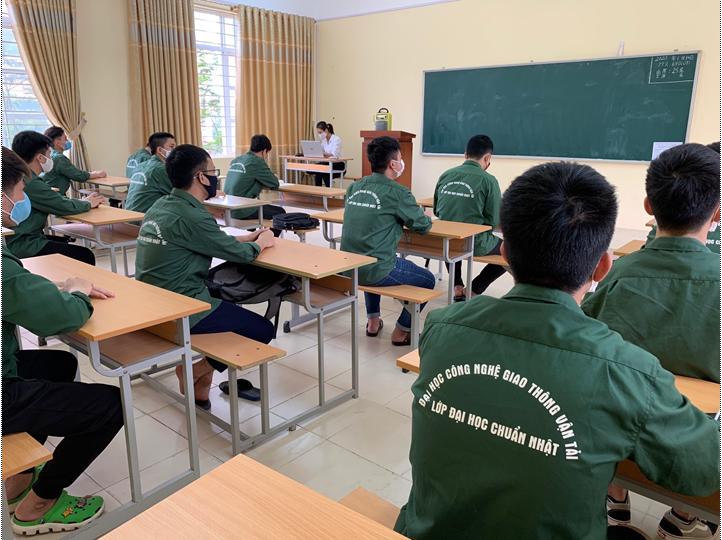 Sinh viên chương trình đào tạo chuẩn Nhật tuân thủ nghiêm các quy định về phòng chống dịch bệnh sau khi quay lại trường học